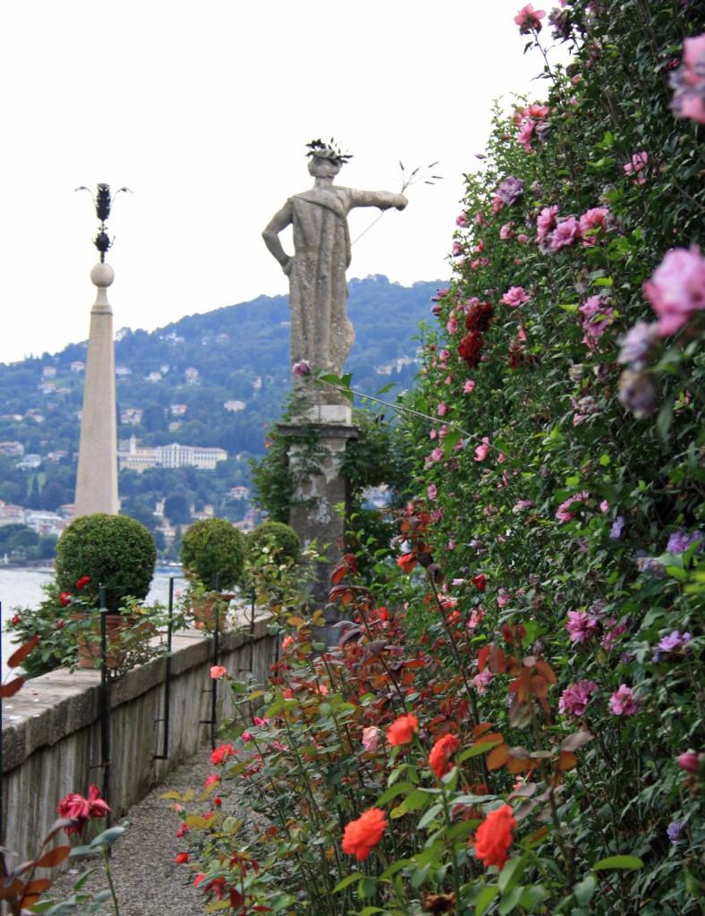Gartenstatue im Barockgarten