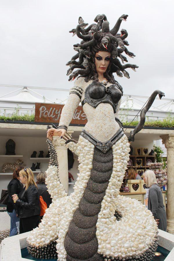 Medusa aus Muscheln Chelsea Flowershow