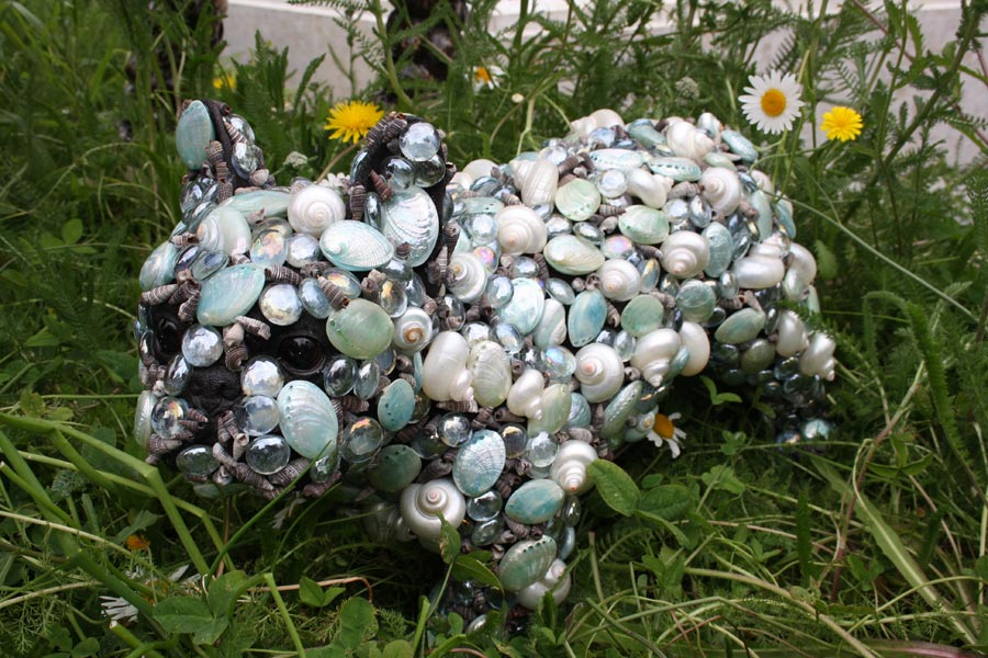 Mops aus Muscheln Chelsea Flowershow