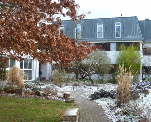 Bildungsstätte Grünberg in zartem Weiß