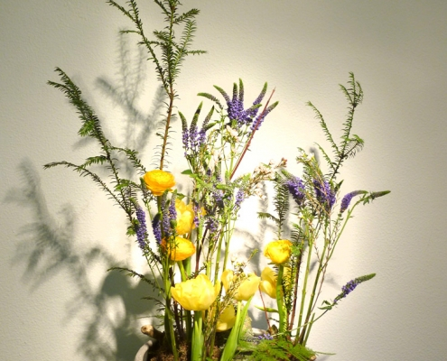 vegetatives asymetrisches Blumengesteck