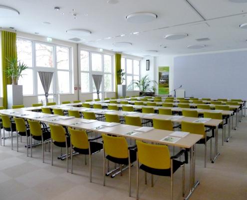 lichtdurchfluteter Schulungsraum in Grünberg