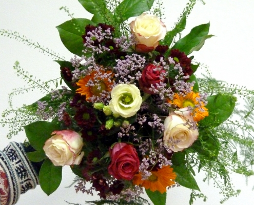 Einfacher Blumenstrauß im Kurs gebunden, Grundlagen der Floristik